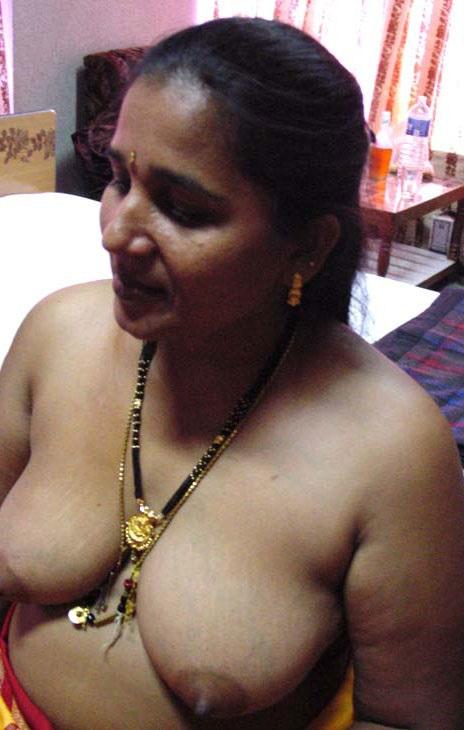 Desi indian aunty tits