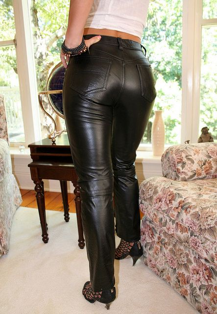 Amateur shiny leather pants butt