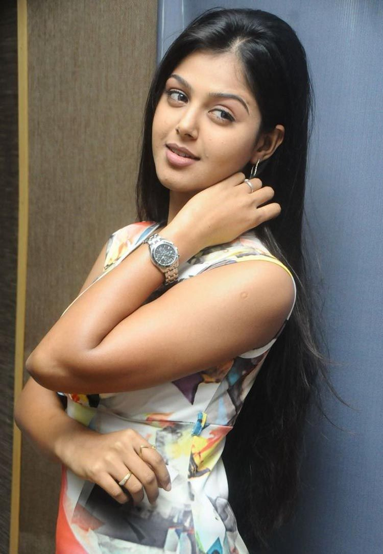 Telugu actress new heroins hot boobs pics