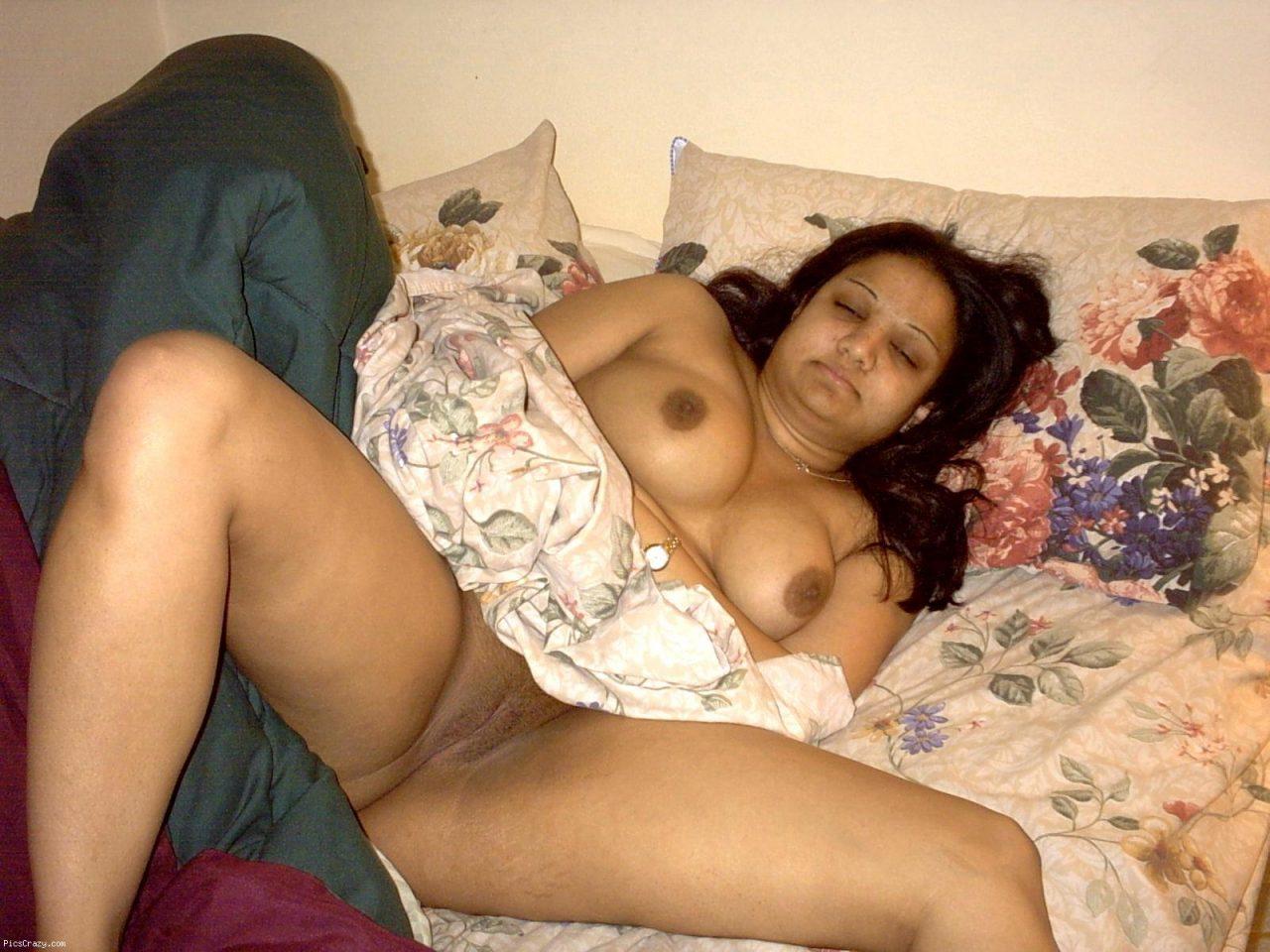 Sexy aunty semi nude