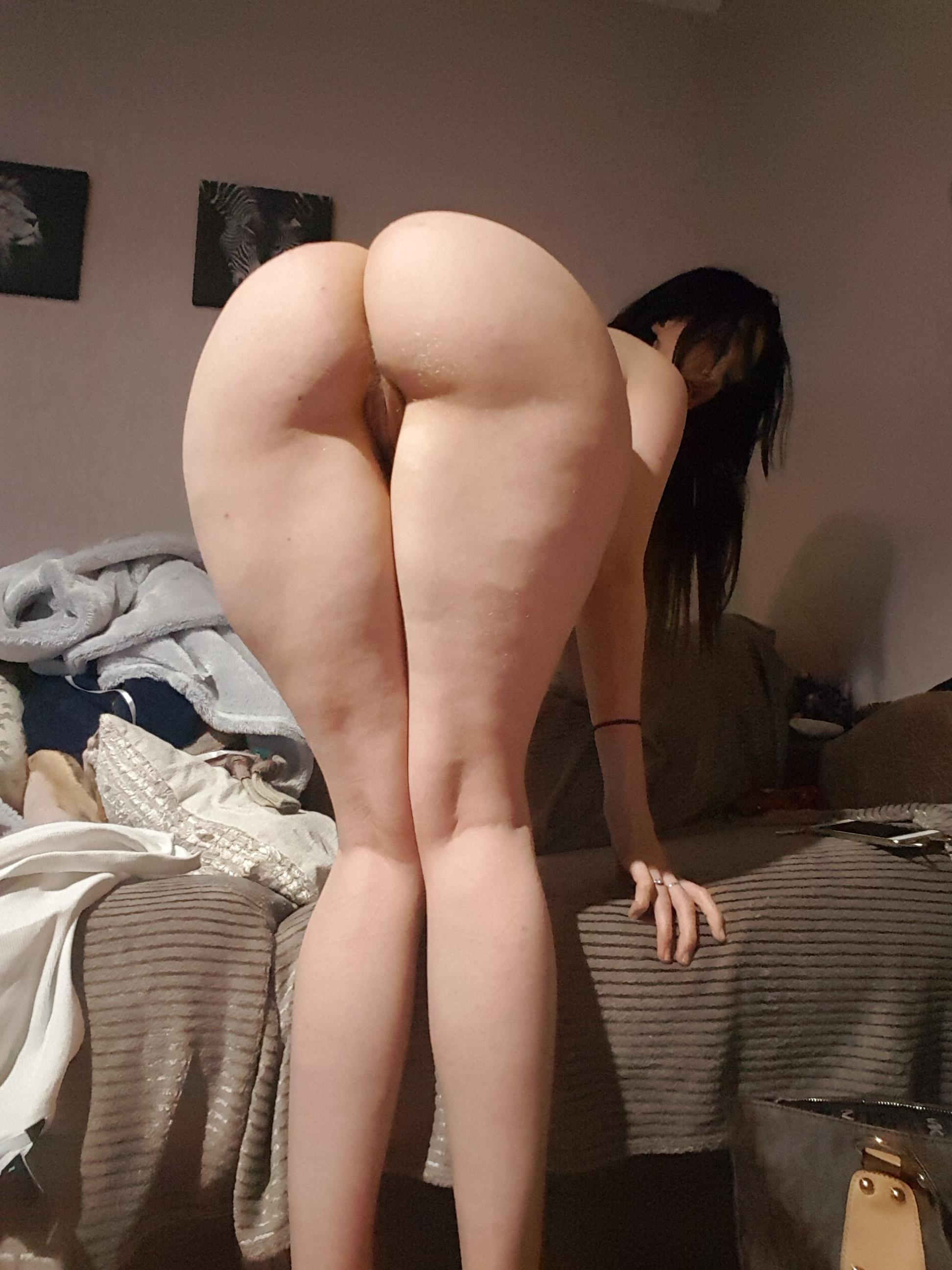 Fat girl shake ass naked on youtube