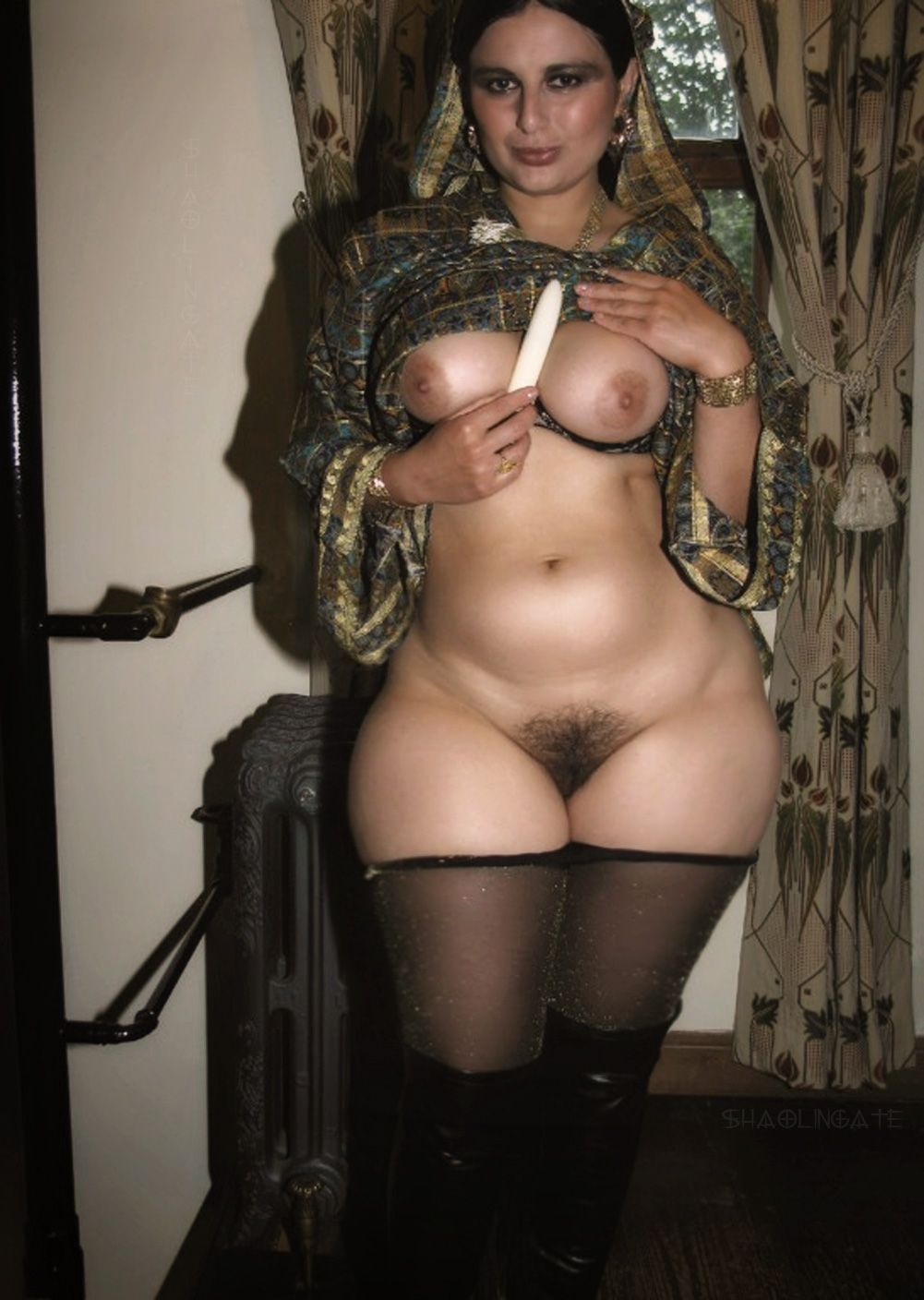 African hairy pussy with large hips