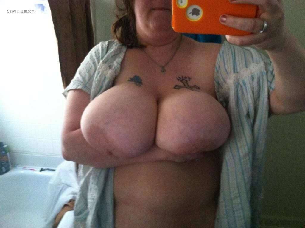 Big tits mom selfie