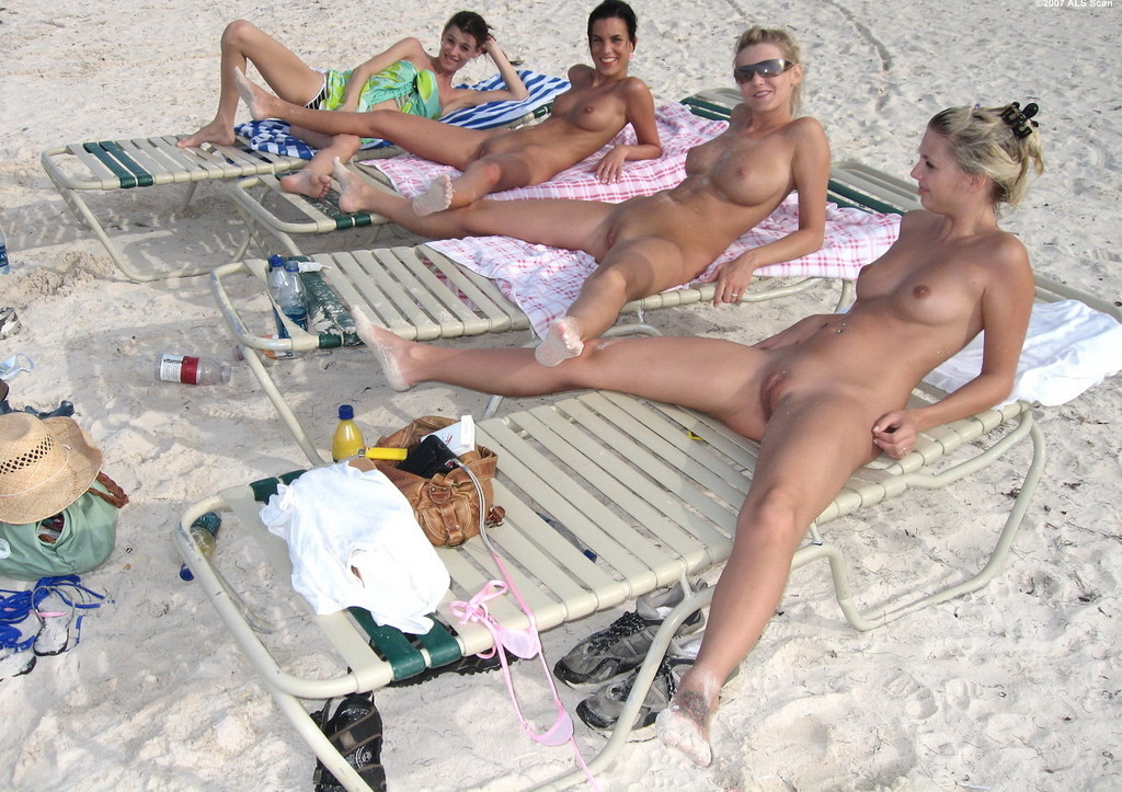Girls flashing pussy beach