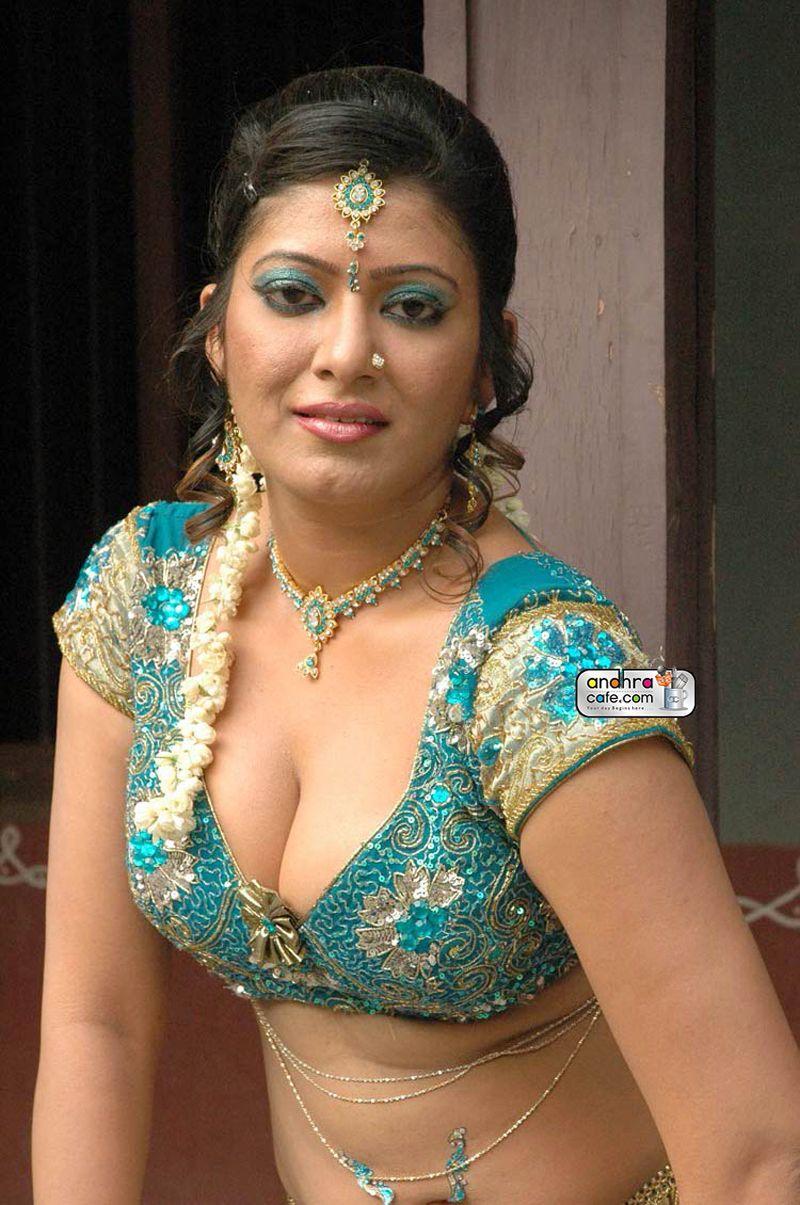 Mallu aunties hot pics