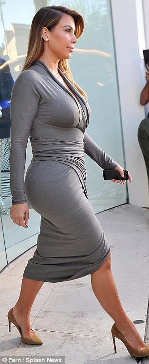 Hot big booty mom