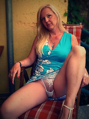 Mature wife pussy upskirt