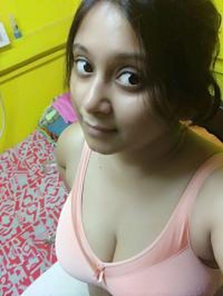 Desi big boobs girls selfie
