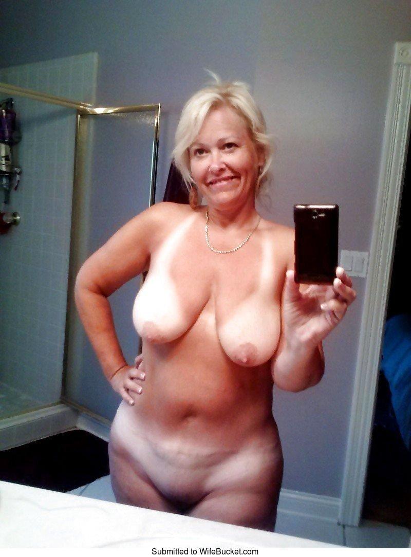 Nude mature women selfies