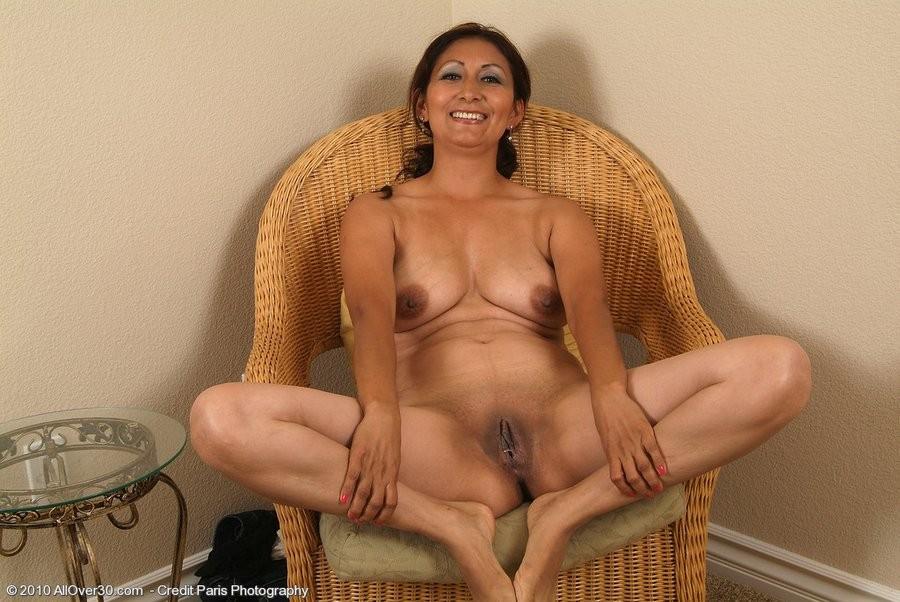 Shaved mature latina milf