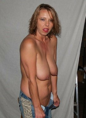 Amature wifes saggy tits