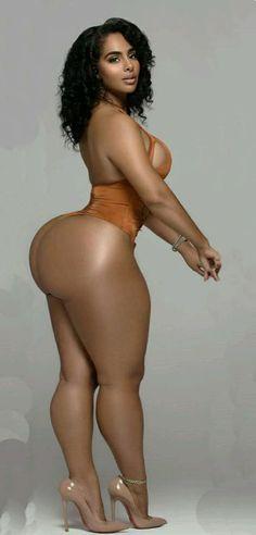 Thick hips tiny waist nude ebony selfie