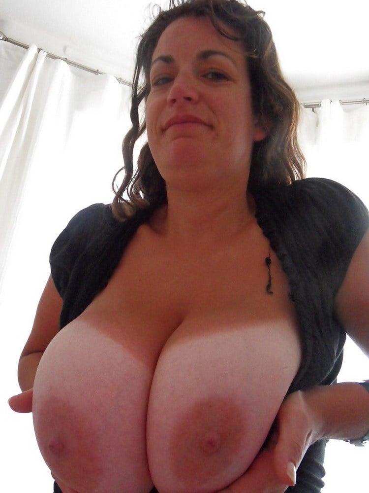 Amateur milfs with big natural tits