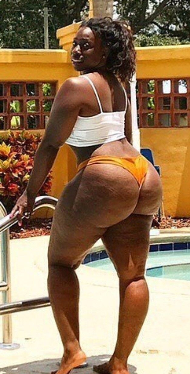 Big thick mature black azz