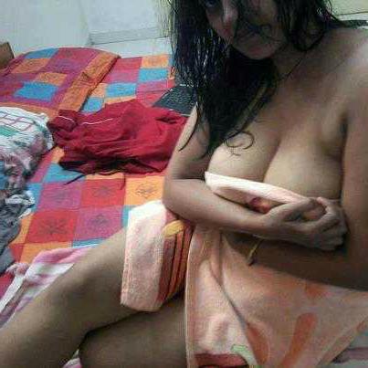 Mummy ke hot boob indian