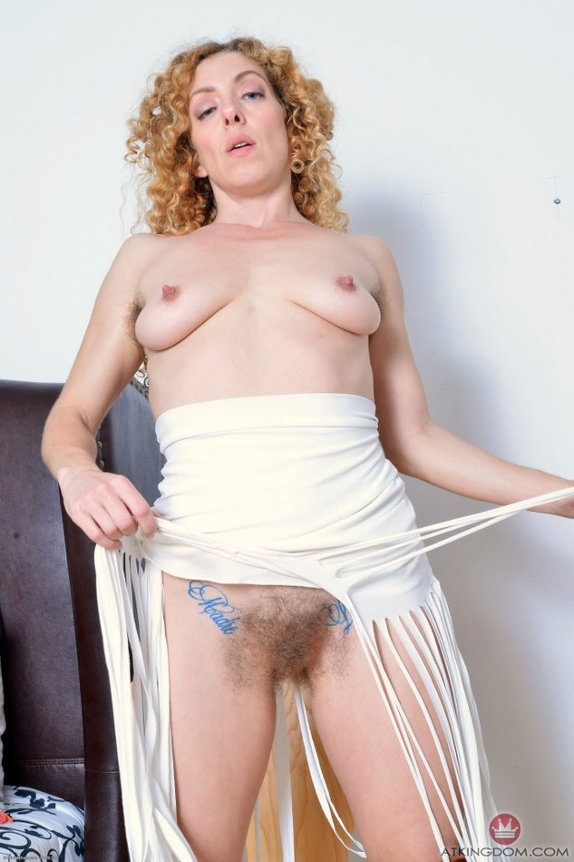 Pussy show on skirt