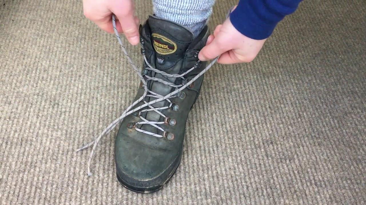 Heel lock lacing boots