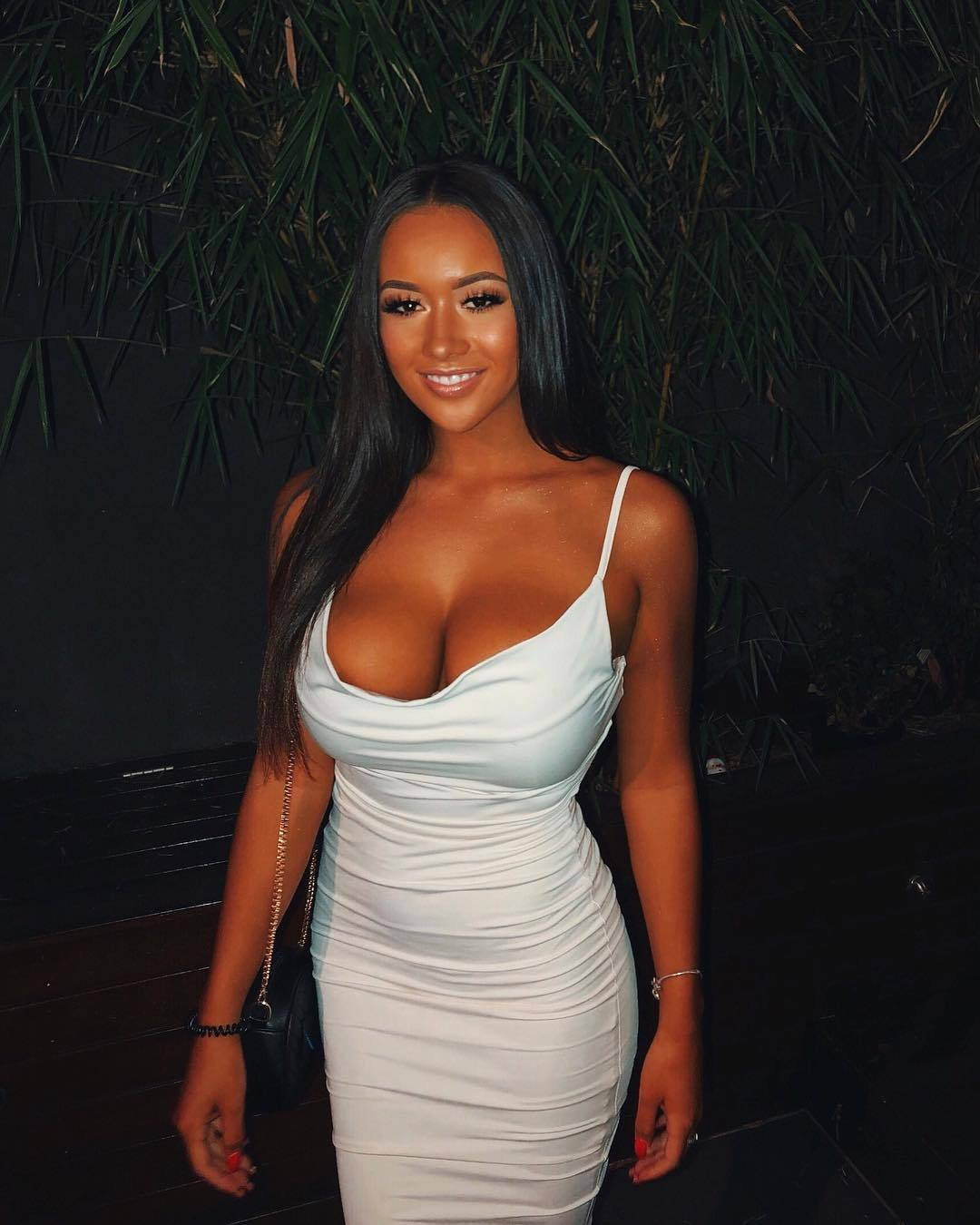 Girls with big boobs in tank tops