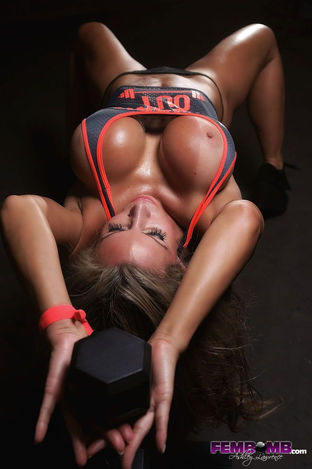 Nude fit big boobs