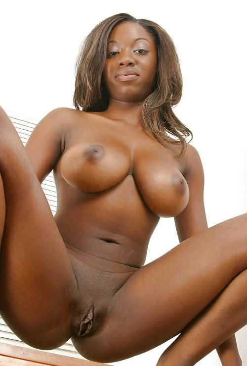 Naked african beauty lady showing vagina