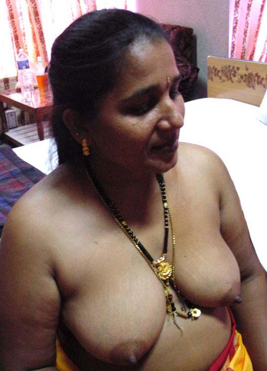 Desi aunt muali naked