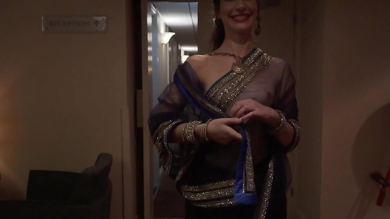Indian aunty nude outdoor saree dare