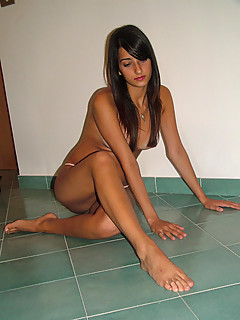 Amateur nude arab milf