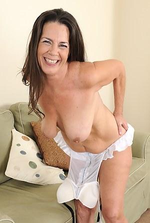 Mature moms hanging tits