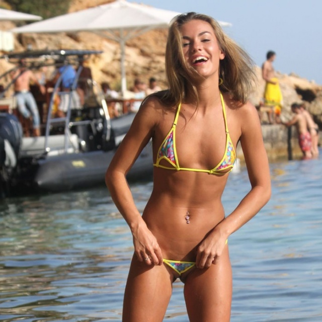 Bikini babe amateur sex