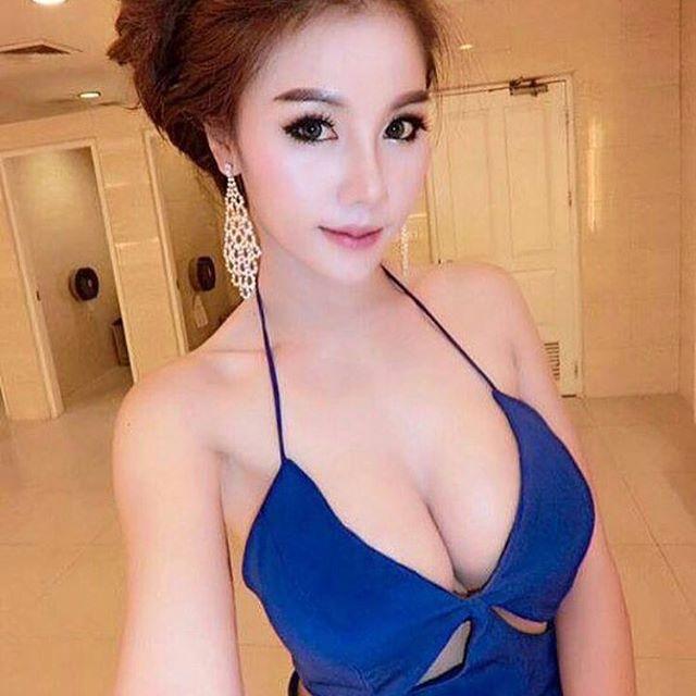 Hot girl big boobs