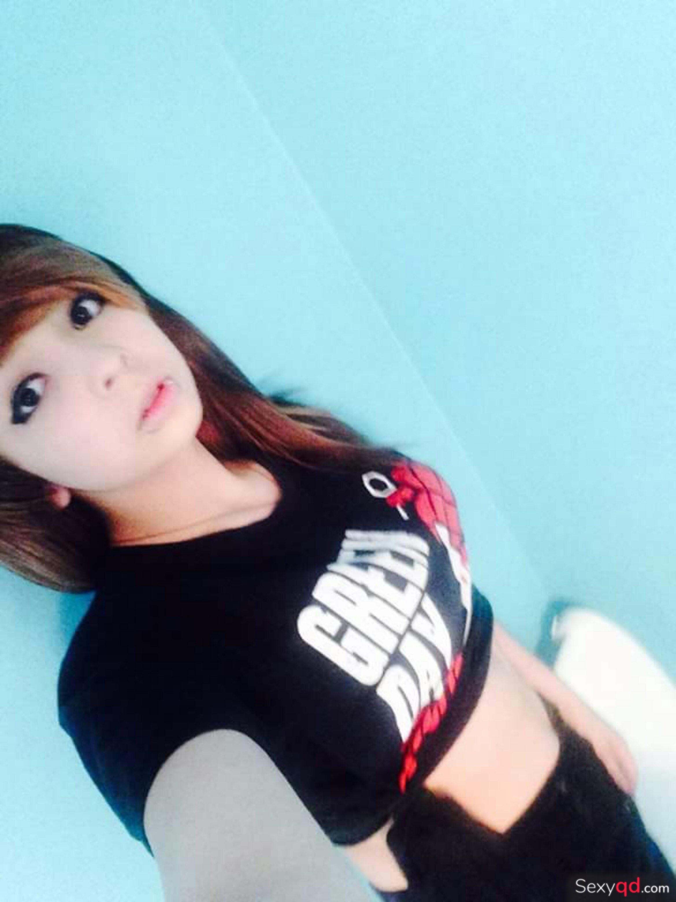 Cute asian college girl posing nude
