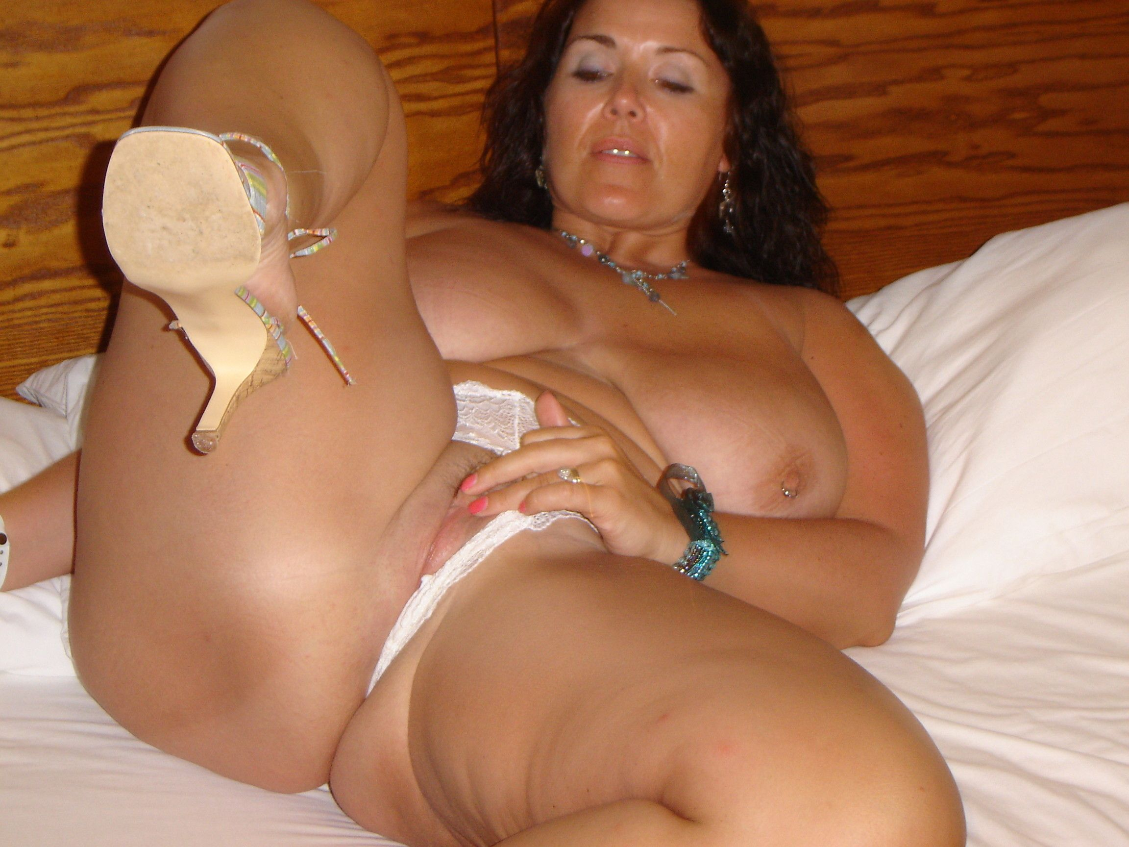 Amateur busty thick nude milfs