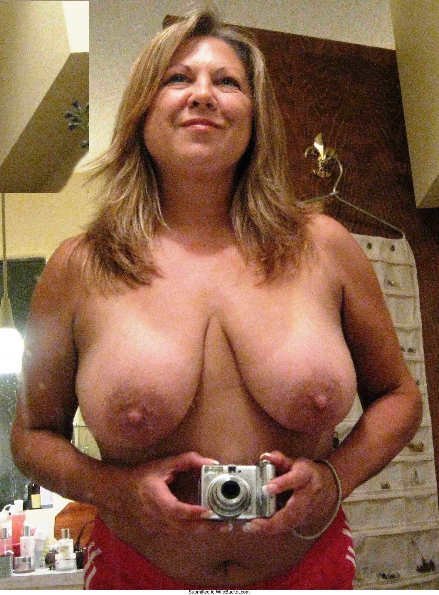 Real mature wives nude selfies