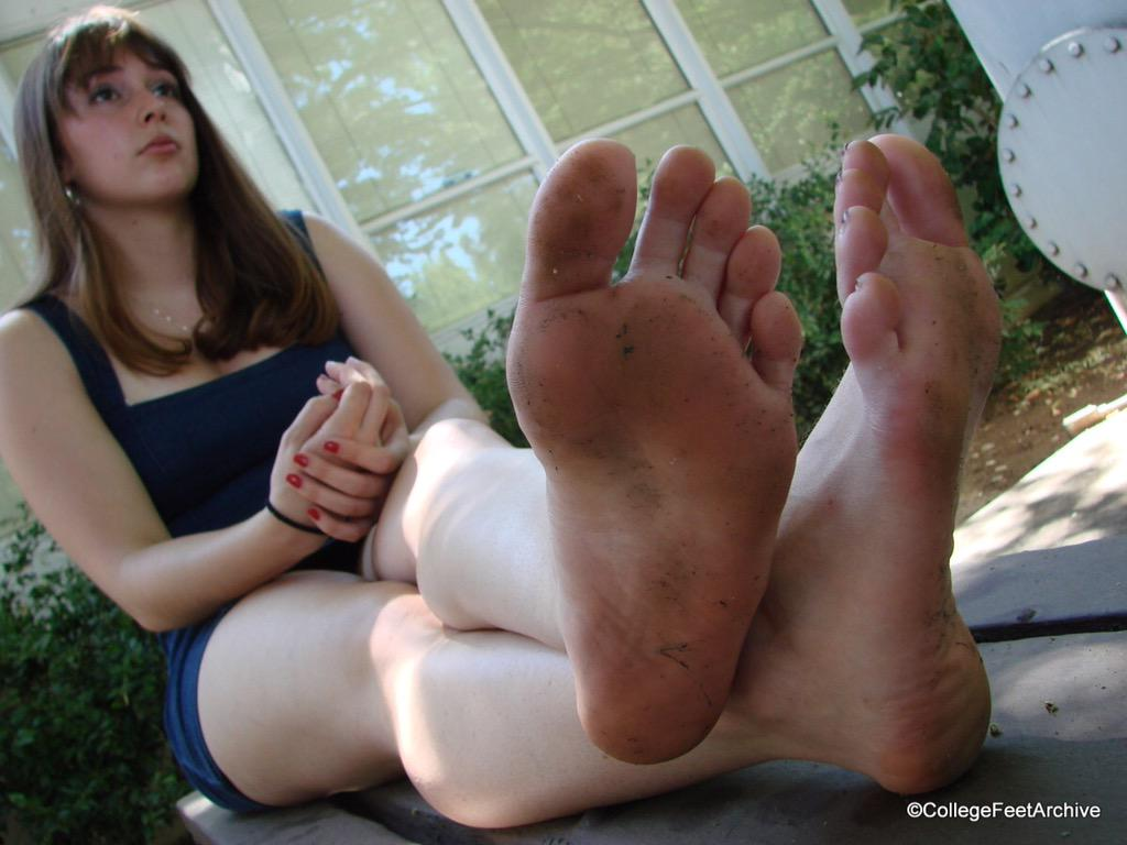 Girls dirty feet porn