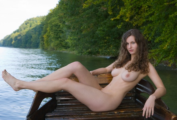 Perfect brunette nude amateur girls