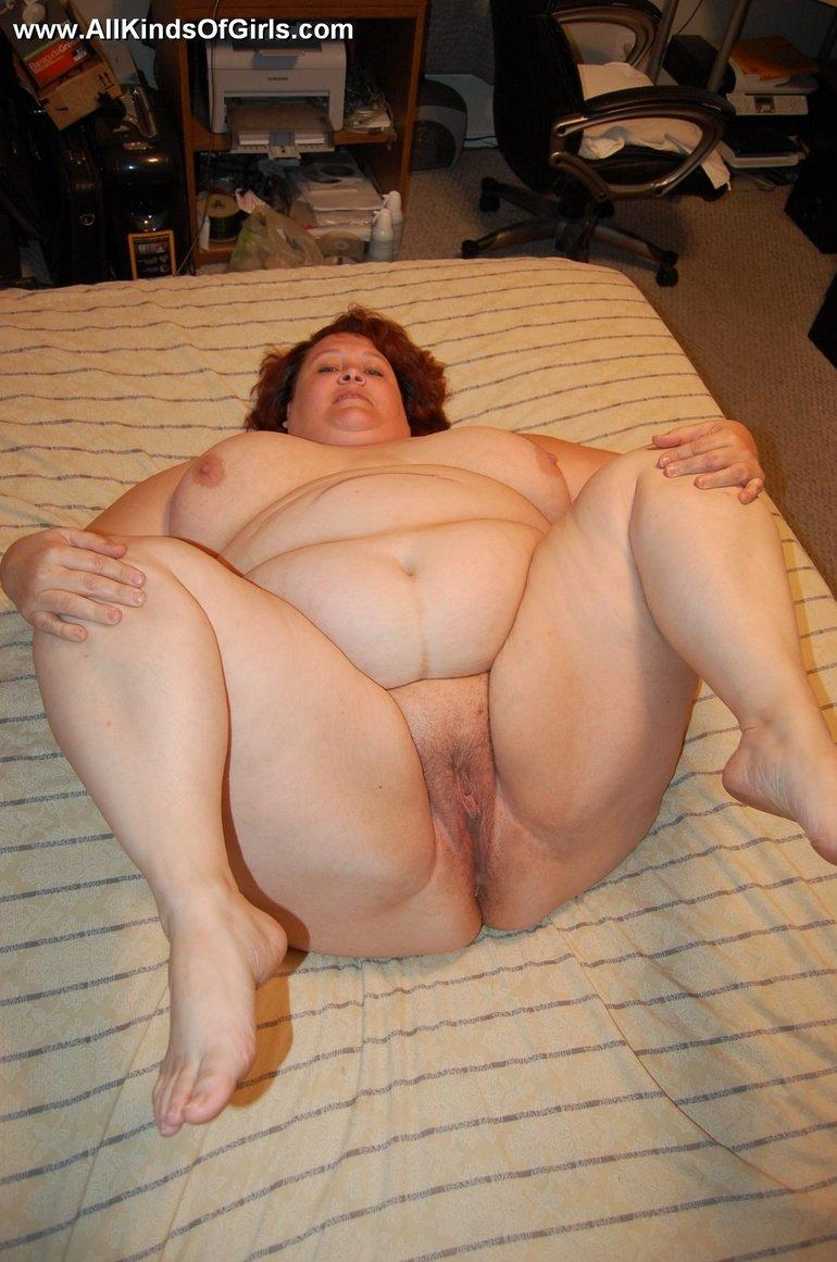 Fat mature women spreading legs