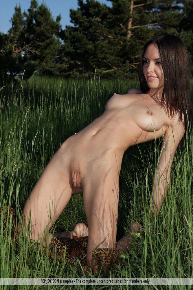 Tall slim nude girls pics