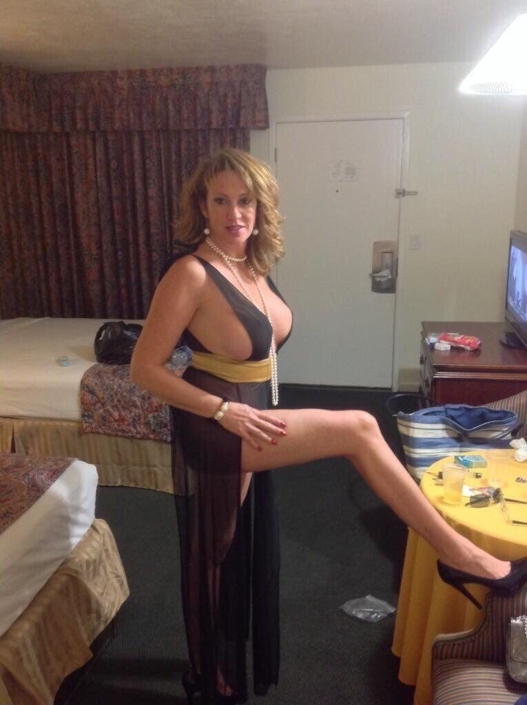Very hot cougar mom
