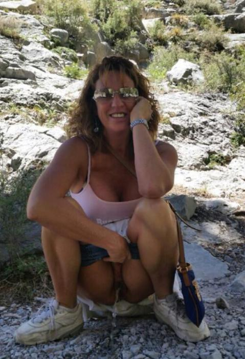 Girl squat pee outdoors