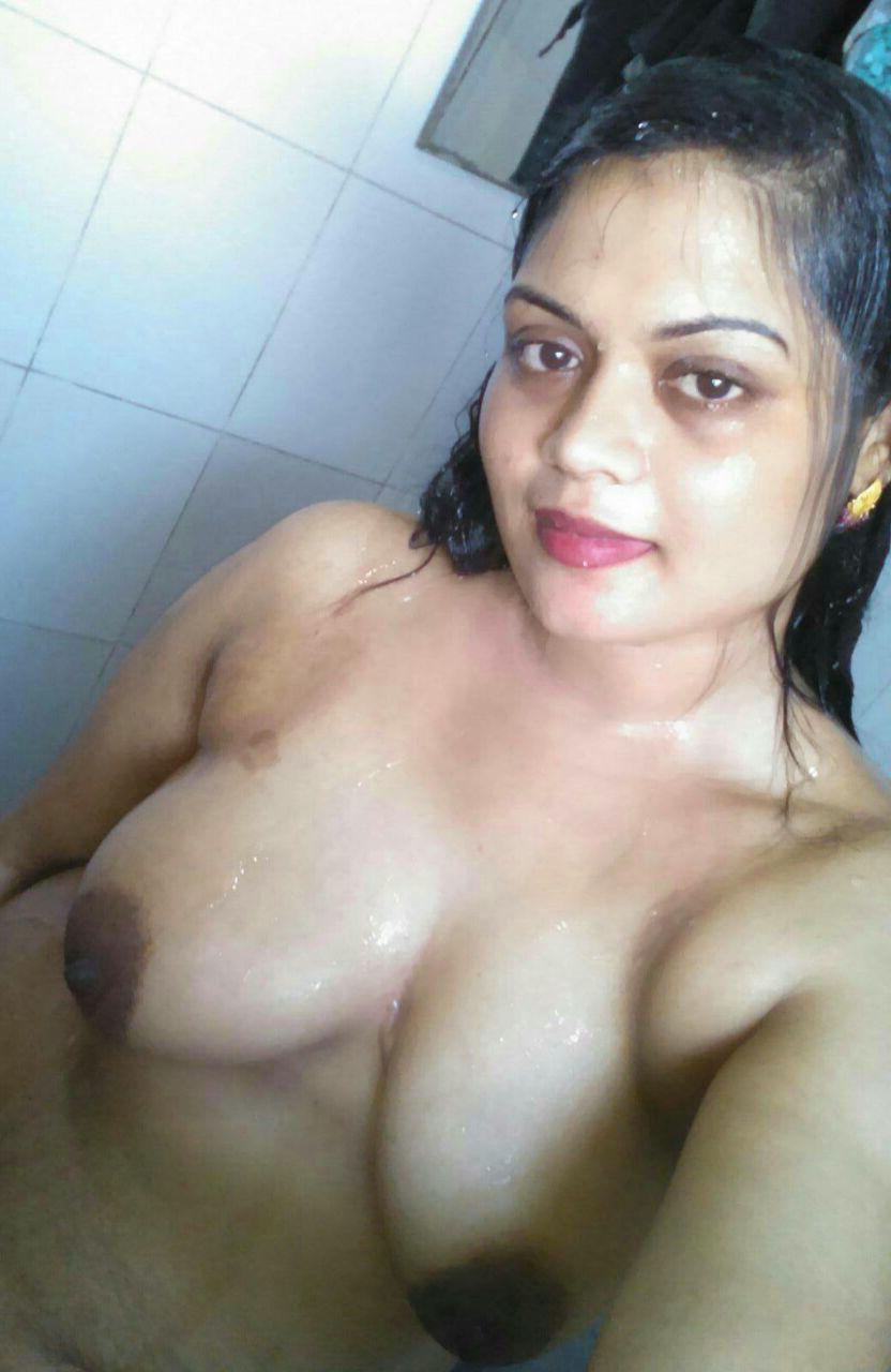 Hot aunty boob image