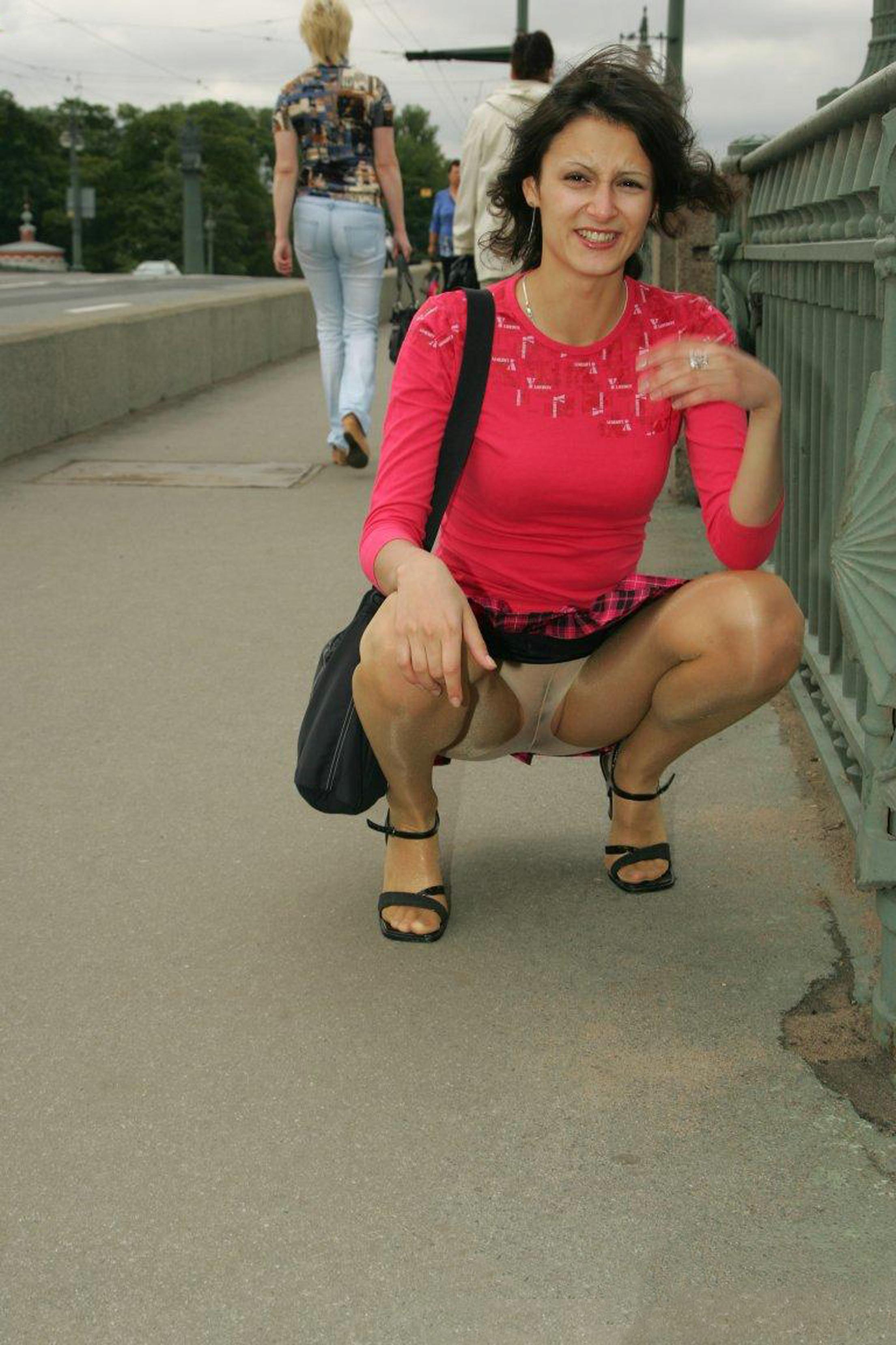 Upskirt no panty pantyhose