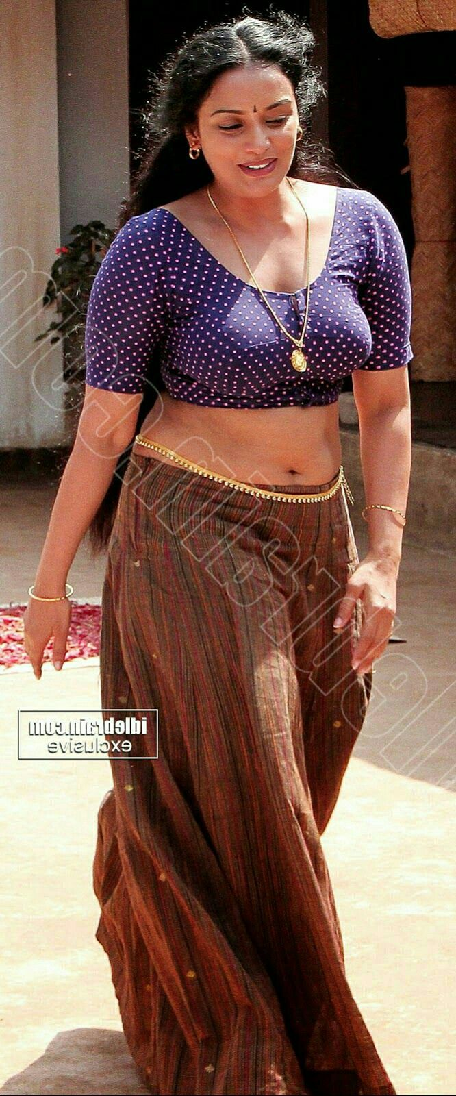 Kerala hot aunty saree