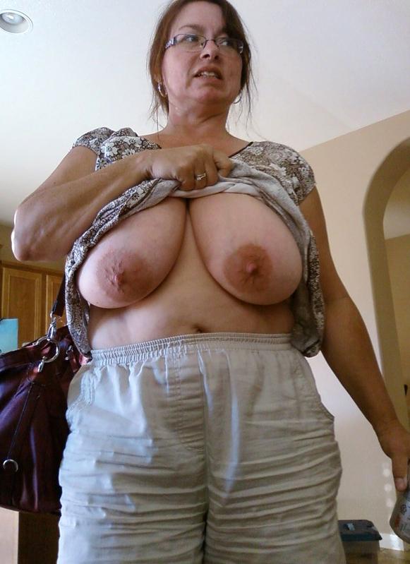 Nasty mature slut mom