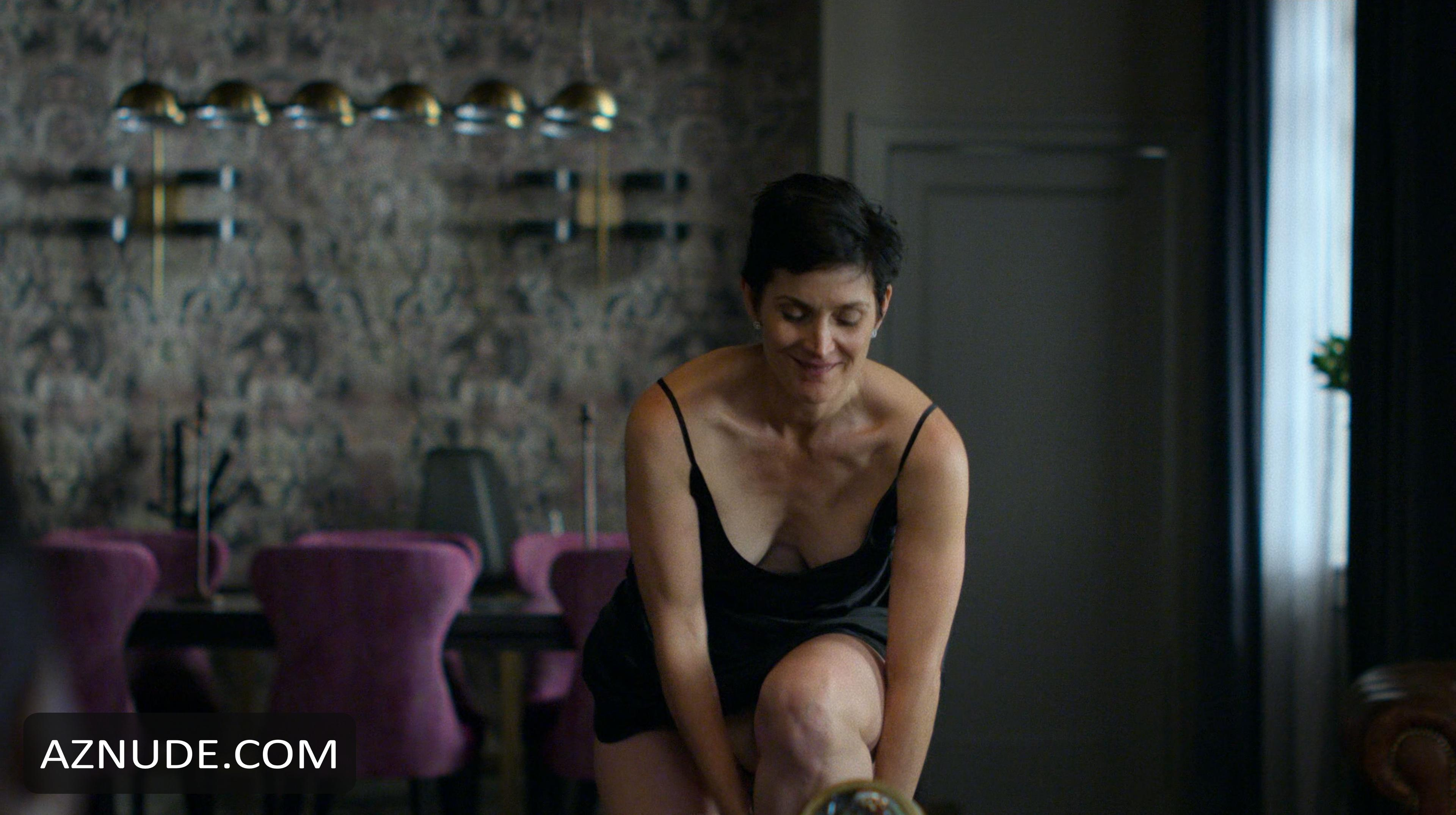 Carrie Anne Moss Nude Pics