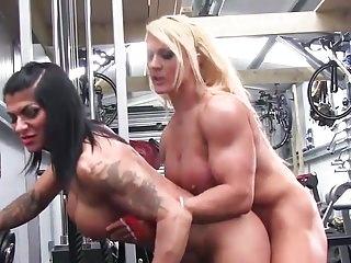 Muscular women fuck video