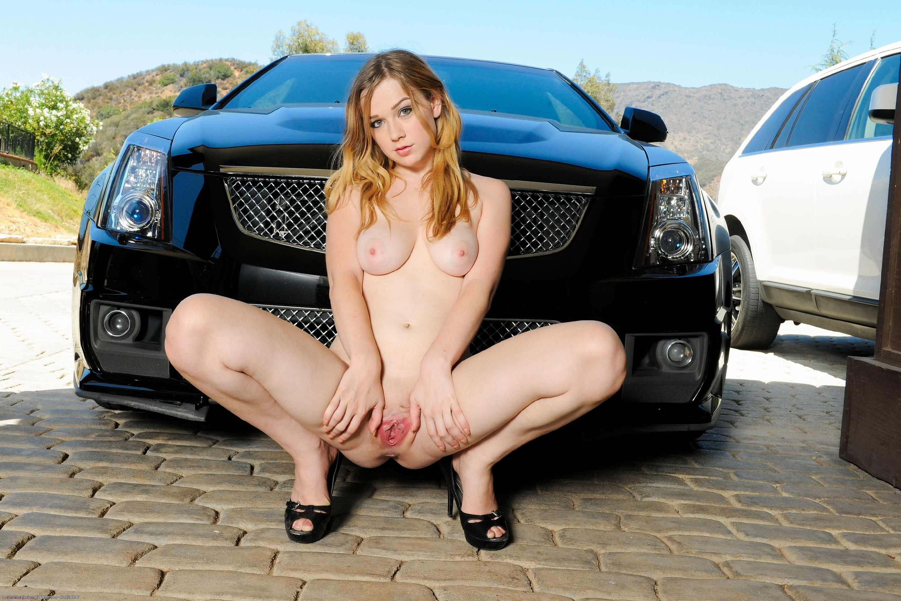 Women naked and car