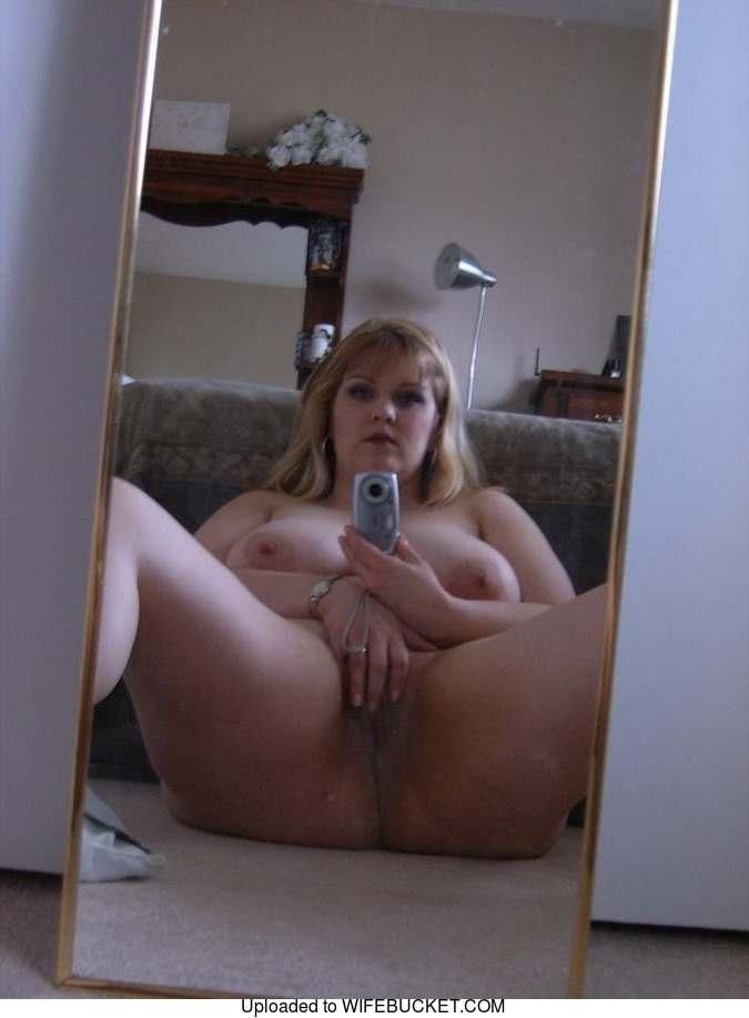 Nude wife tits selfie