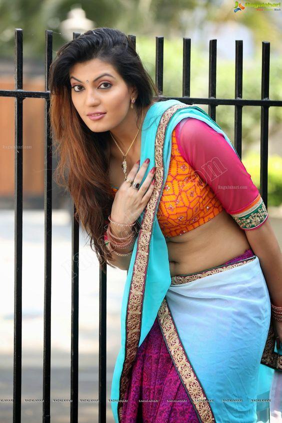 Sexy bhabhi hot saree