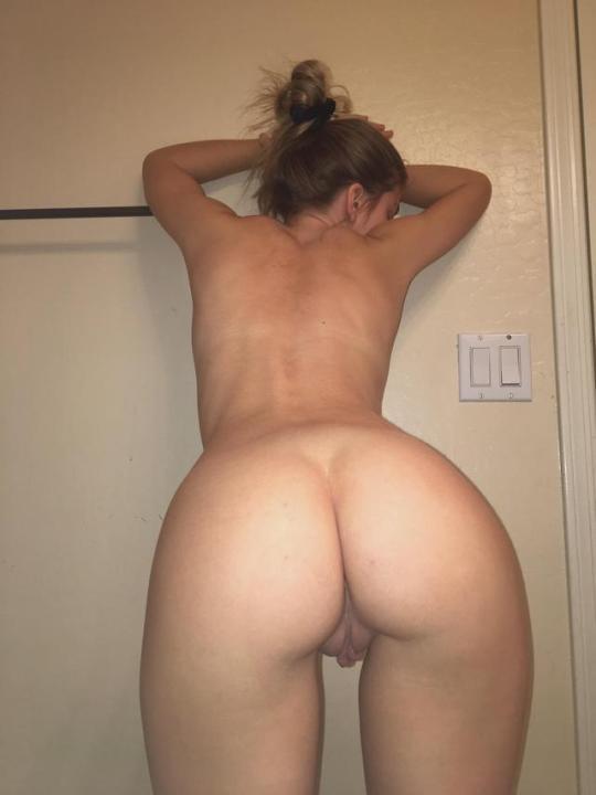 Real amateur girls nude ass