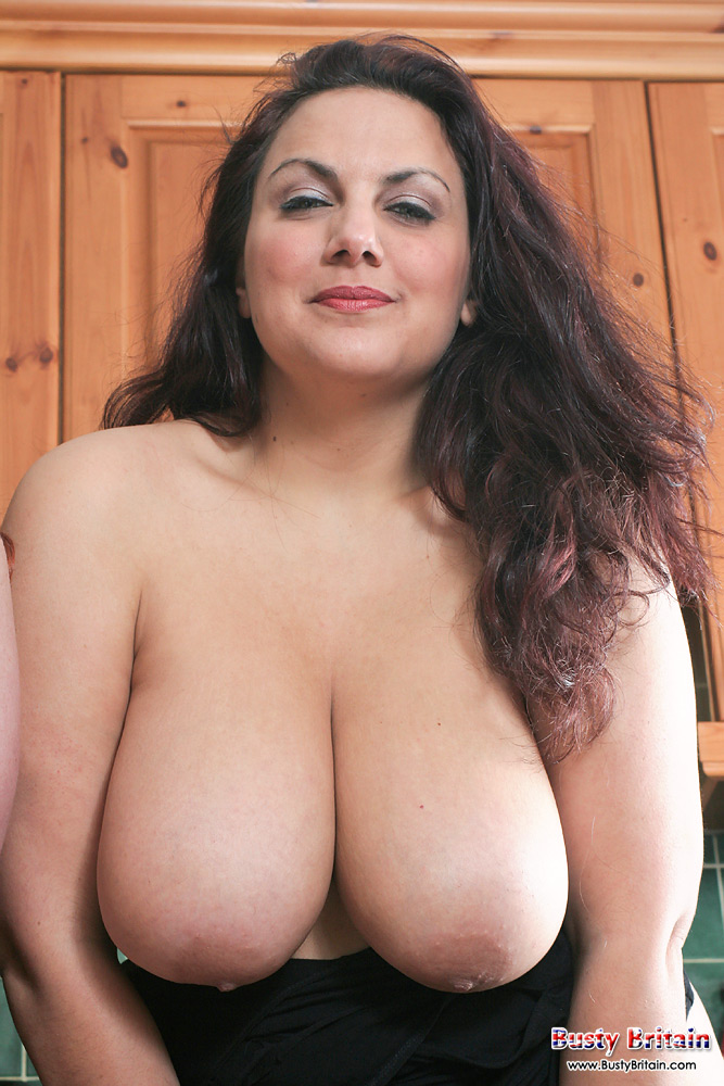 Busty mellie d boob